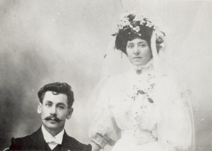 Believed to be Sid and Mary Davis on their wedding day, 1909. Courtesy of Maree Davis.