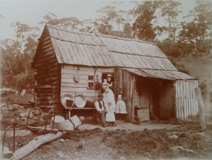 Henry Montgomery's photo of Field stockman Jacky Brown and his wife Linda Brown at their hut, with children Mollie (the babe in arms) and William (standing with his father). The girl standing beside Linda is possibly from the Aylett family and fulfilling the role of maid. PH30-1-3836 (TAHO).