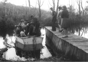 Bert Fergusson's motorboat loading at Narcissus Landing, 31 December 1940. Seventeen to board, including the party of five women, and a tentative Charles Smith (fourth from right). Ron Smith photo courtesy of the late Charles Smith.