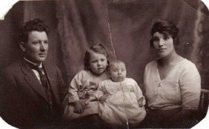 Herbert and Rosina Murray with their daughters Esma and Doreen, c1922. Courtesy of the Goddard family.